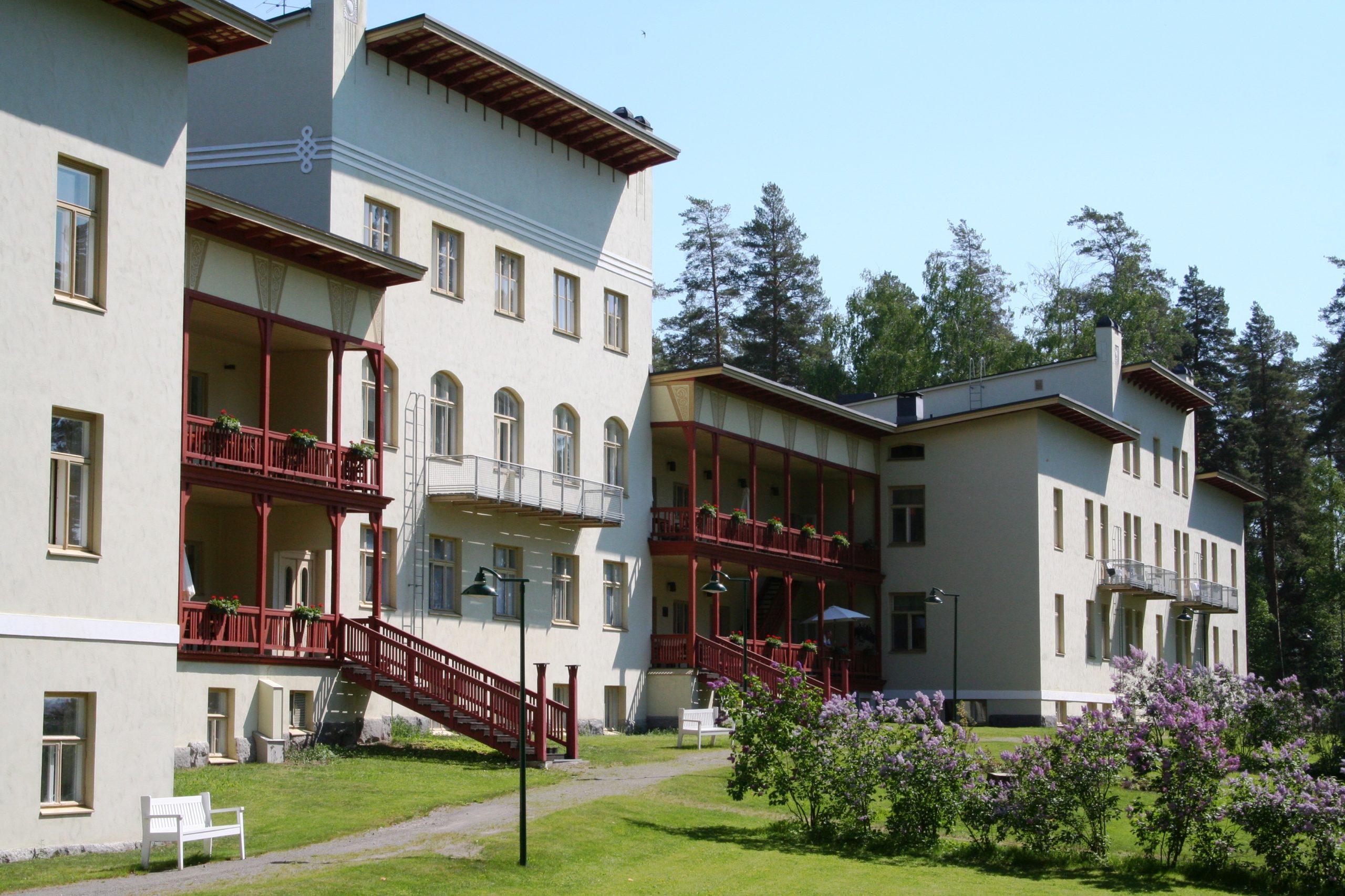 Kruunupuisto main building